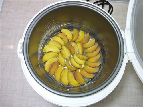 Классическая шарлотка с яблоками в мультиварке