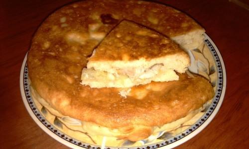 Пирог с консервированной рыбой в мультиварке