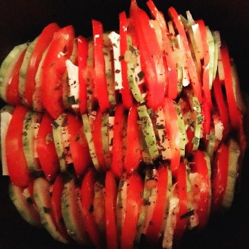 Кабачки с сыром и помидорами в мультиварке