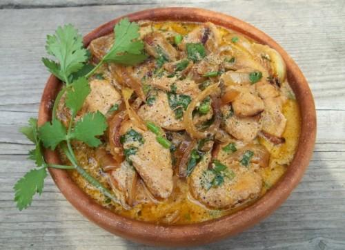 Курица с картофелем и сыром в мультиварке под сливочным соусом