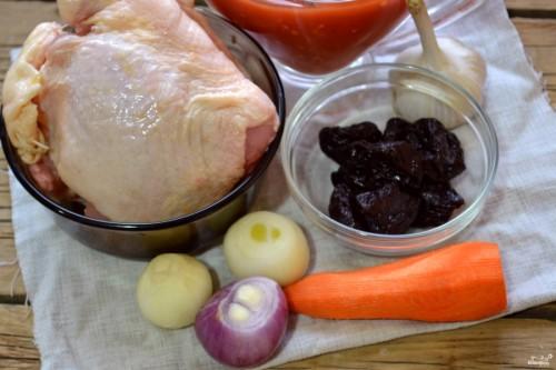 Курица с черносливом в мультиварке