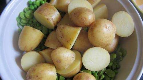 Куриные ножки в сметанном соусе с паровым картофелем в мультиварке