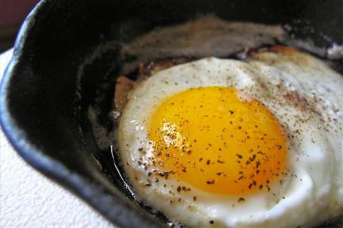 Яйца жаренные в мультиварке